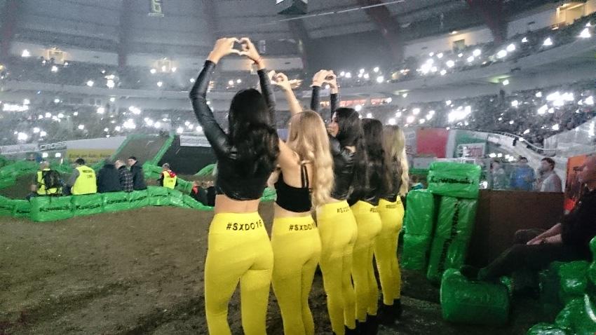 sxdo16 supercross dortmund promotion girld umbrella flag girls adac bensch media